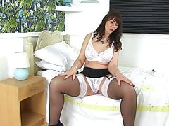 British mom Toni Lace squirts for you