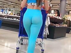 big bouncing ass in blue leggings