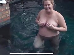 Amy Schumer Pregnant and Completely Nude